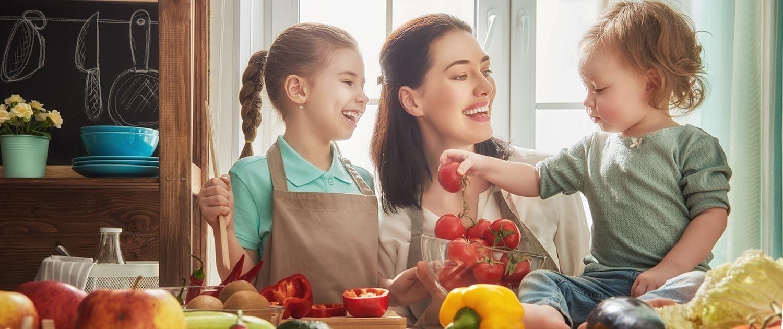 Sua maestà il pomodoro compagno insostituibile della nostra tavola mediterranea… e chiamala dieta